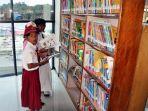 pelajar-membaca-buku-di-perpustakaan-830484.jpg