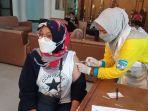 pelaksanaan-vaksinasi-bagi-pekerja-media-bertempat-di-kantor-buparti-bulungan-rabu-1032021.jpg
