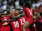 pemain-portugal-merayakan-juara-piala-eropa-2016-9288384.jpg