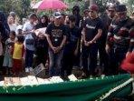 pemakaman-lina-mantan-istri-sule.jpg