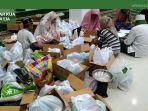 pengepakan-paket-ramadhan-di-masjid-besar-darul-ibad-kecamatan-tana-lia.jpg