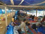 pengungsi-gempa-di-sulawesi-barat-tidur-berdampingan-dengan-ayam.jpg