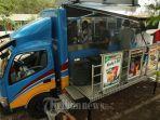 pengunjung-melakukan-transaksi-di-mobil-indomaret-tribun-timurmuhammad-abdiwan.jpg