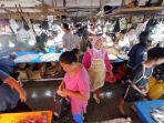 pengunjung-tampak-memadati-lapak-penjual-di-pasar-pandansari-balikpapan-guna-membeli.jpg