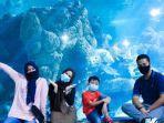 pengunjung-yang-sedang-berfoto-di-seaworld-ancol.jpg