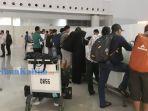 penumpang-di-bandara-sams-sepinggan-balikpapan-yang-dibatalkan-penerbangannya-ke-palu_20180929_014828.jpg