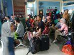 penumpang-di-ruang-tunggu-dermaga-speedboat-kayan-ii-tanjung-selor-minggu-692019.jpg