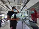 penumpang-pesawat-melakukan-tes-menggunakan-alatgenose-di-klinik-media-farma-bandara.jpg