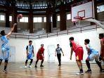 pertandingan-bola-basket-pada-turnamen-persatuan-bola-basket-seluruh-indonesia-perbasi.jpg
