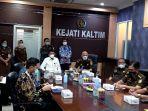 pertemuan-wakil-ketua-kpk-nawawi-pomolango-di-kejati-kaltim-bersama-jajaran-korps-adhyaksa.jpg