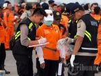 petugas-gabungan-melakukan-pendataan-temuan-dari-pesawat-lion-air-jt-610_20181101_125230.jpg