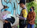 petugas-kepolisian-saat-mengambil-keterangan-saksi-di-lokasi-penemuan-bayi.jpg