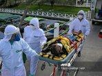 petugas-kesehatan-dari-layanan-tanggap-darurat-medis.jpg