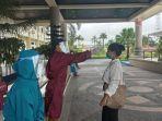 petugas-medis-memeriksa-suhu-tubuh-pendaftar-pegawai-non-pns.jpg