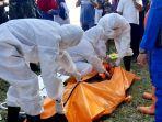 petugas-mengevakuasi-mayat-perempuan-yang-ditemukan-nelayan-di-pantai-selololang.jpg