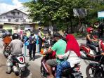 polisi-berlakukan-lalu-lintas-satu-arah_20160705_122049.jpg
