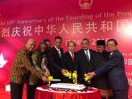 prabowo-subianto-menegaskan-china-sangat-penting-bagi-indonesia-hubungan-harus-ditingkatkan_20180928_200617.jpg