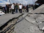 presiden-joko-widodo-meninjau-lokasi-terdampak-gempa-dan-tsunami-palu_20181001_073750.jpg