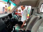 presiden-joko-widodo-menjajal-mobil-pick-up-esemka-bima-1200cc.jpg