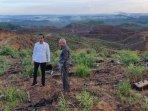presiden-jokowi-dan-gubernur-kaltim-isran-noor-tinjau-lokasi-ibu-kota-baru-05022020.jpg
