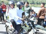 presiden-jokowi-membonceng-tgb-naiktrail-tinjau-lokasi-pengungsi-korban-gempa-di-lombok_20180814_142006.jpg