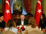 presiden-turki-erdogan-buka-puasa-bersama-oezil.jpg