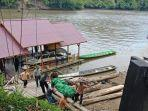 proses-evakuasi-kecelakaan-perahu-saat-tiba-di-ujoh-bilang-ibukota-mahakam-ulu.jpg