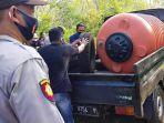 proses-evakuasi-tandon-yang-berisi-mayat-wanita-di-kampung-linggang-amer-kutai-barat_2.jpg