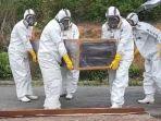 proses-pemakaman-dilakukan-oleh-bpbd-kota-samarinda-pada-kamis-2782020.jpg