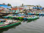 puluhan-kapal-nelayan-di-kampung-manggar-balikpapan-timur-tersusun-rapi.jpg