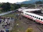 rangkaian-gerbong-ka-keluar-dari-jalur-rel-di-taiwan-22-penumpang-tewas_20181022_002047.jpg