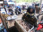 ratusan-lapak-pedagang-kaki-lima-pkl-yang-berada-di-area-kawasan-pasar-pandansari.jpg
