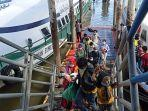 ratusan-pekerja-migran-indonesia-dipulangkan-dari-malaysia-ke-tanah-air-melalui-pelabu.jpg