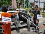 rekonstruksi-pembunuhan-driver-taksi-online_20180725_121217.jpg