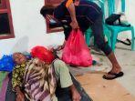 relawan-mendistribusikan-makanan.jpg