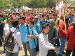 ribuan-massa-aksi-dari-berbagai-elemen-mahasiswa-siswa.jpg