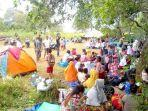 ribuan-warga-dusun-kelapa-dua-desa-kairatu-memilih-mengungsi-di-wilayah-perbukitan.jpg