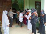 robinhood-long-ikis-ahmad-sahli-membagikan-bantuan-sosial-uang-tunai.jpg