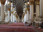 rumayshocom-ilustrasi-itikaf-di-masjid.jpg