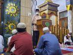 saat-memberikan-sambutan-di-masjid.jpg