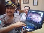 saifullah-yusuf-gus-ipul-menunjukkan-video-kampanye-2019-ganti-presiden_20181017_093638.jpg