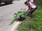 salah-satu-korban-tewas-saat-dua-sepeda-motor-terlibat-insiden-adu-banteng-pada-rabu-21102020.jpg