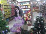 salah-satu-penjual-aksesoris-natal-yang-ada-di-kota-tanjung-redeb-berau.jpg