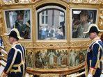 salah-satu-sisi-kereta-emas-belanda-atau-gouden-koets-menampilkan-panel-lukisan-fix.jpg