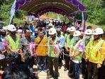 sekretaris-daerah-kabupaten-paser-katsul-wijaya-meresmikan-penggunaan-jembatan-sei-mului.jpg