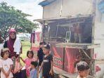 shella-sofya-berfoto-bersama-erni-dan-anak-anaknya-di-bantaran-krueng-lamyong-banda-aceh.jpg