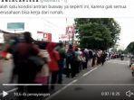 situasi-antrean-penumpang-di-halte-transjakarta-puri-beta.jpg