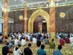 situasi-salat-tarawih-perdana-di-masjid-agung-al-ikhlas-penajam-paser-utara-senin-1242021.jpg