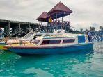 speedboat-di-dermaga-92084443.jpg