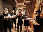staf-astara-hotel-kenakan-kostum-halloween.jpg